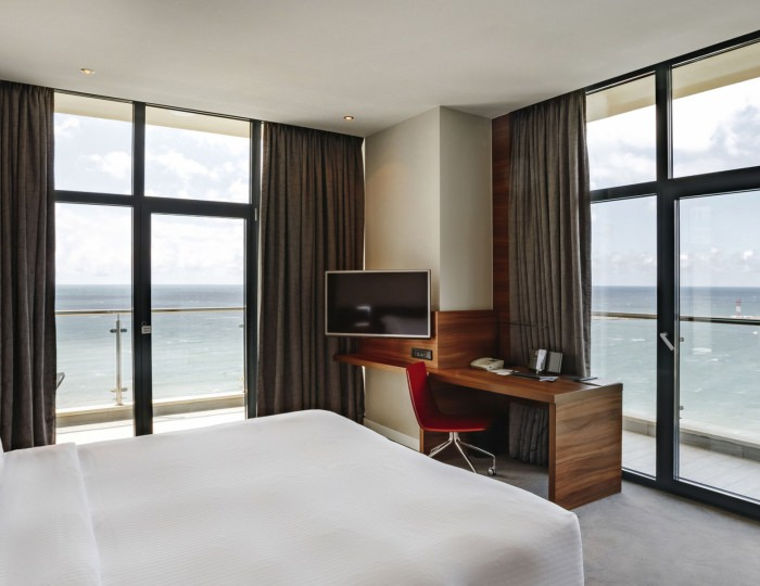 Deluxe suite with double bed and sofa (sea view) - Отель «Pullman Sochi Centre»
